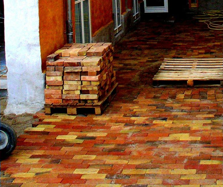 Тротуар из баварского кирпича