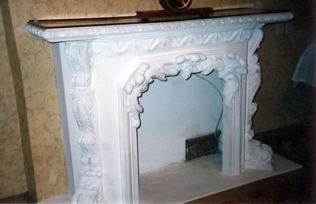 Установка каминного портала из полиуретана